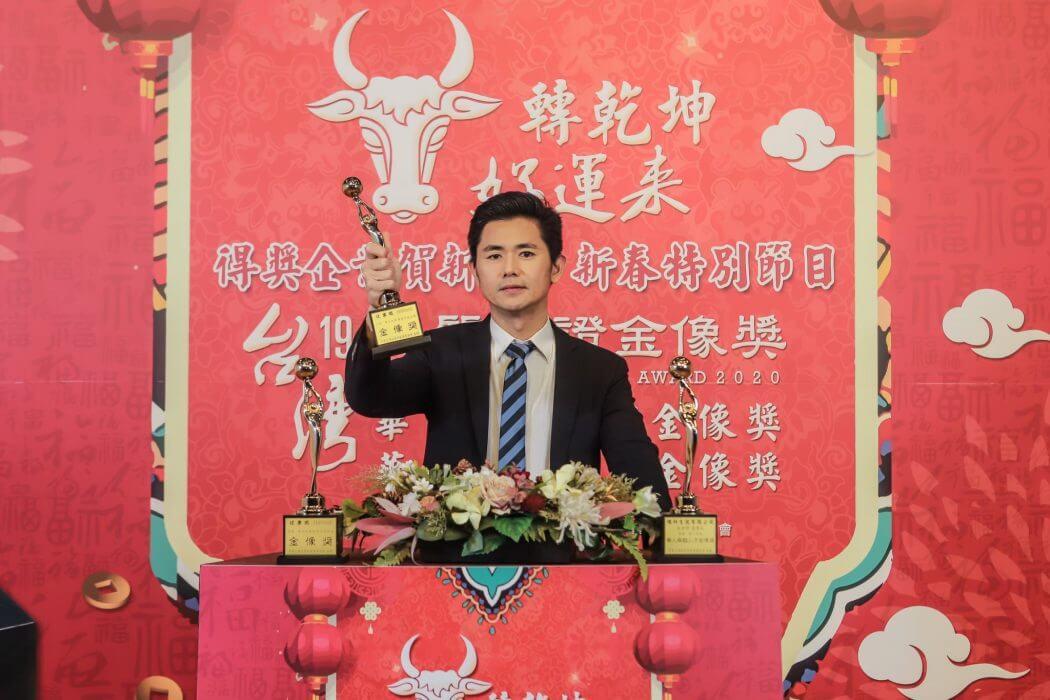 ▲第19屆「台灣品質保證金像獎」,行動加盟先驅婕樂纖創辦人呂世博上台接受表揚,榮耀時刻與大家一同分享。