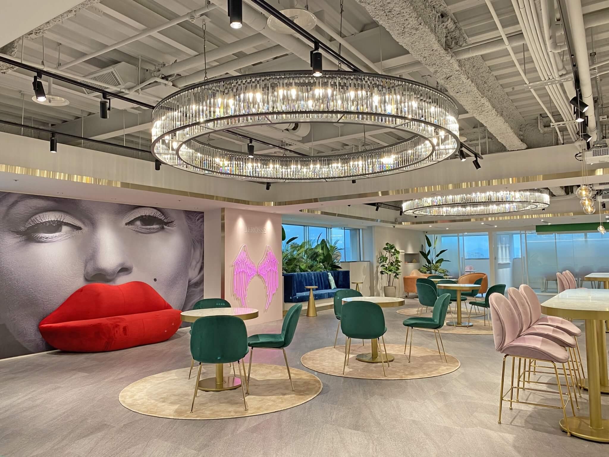 婕樂纖培訓總部寬敞明亮水晶吊燈優雅奢華