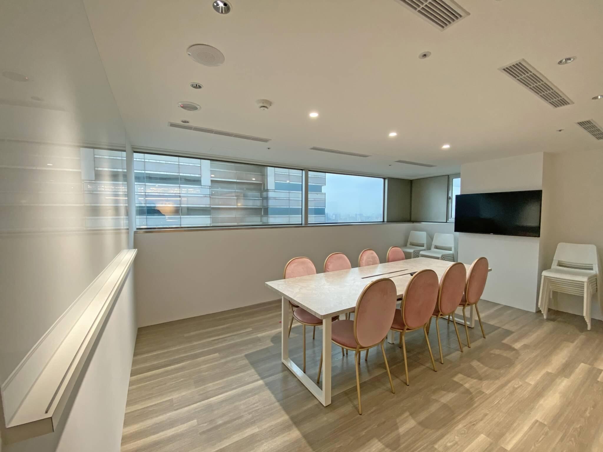 婕樂纖培訓總部會議室給你最佳的談話私密空間