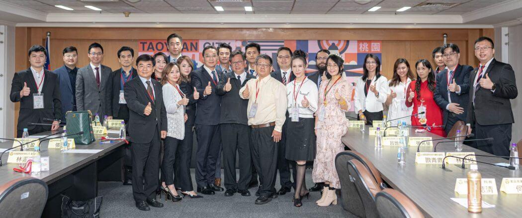 ▲華人公益金傳獎得獎企業拜訪桃園市政府,受邀企業主與鄭文燦市長合影。